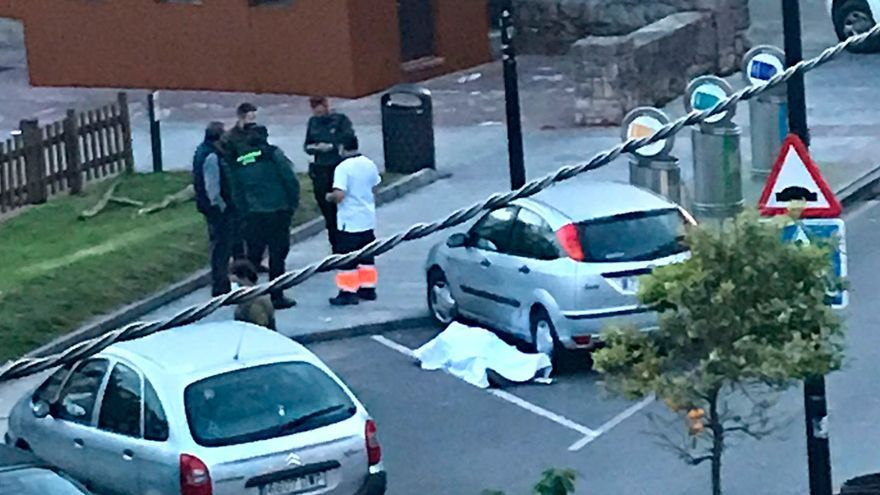 Fallece un hombre de un infarto en plena calle, en Llanes