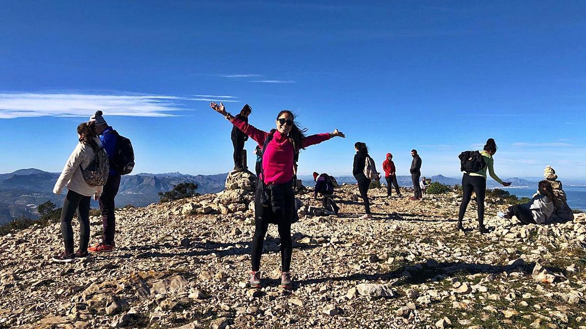 Excursionistas que ascendieron el domingo a la cima del Montgó. | LEVANTE-EMV