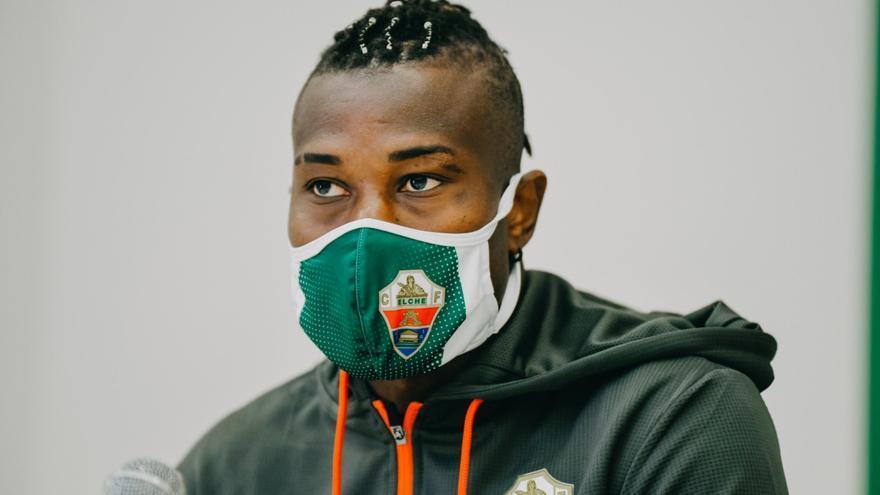 """Koné: """"Cuando llegué estaba lejos de mi nivel, estoy cogiendo la forma"""""""