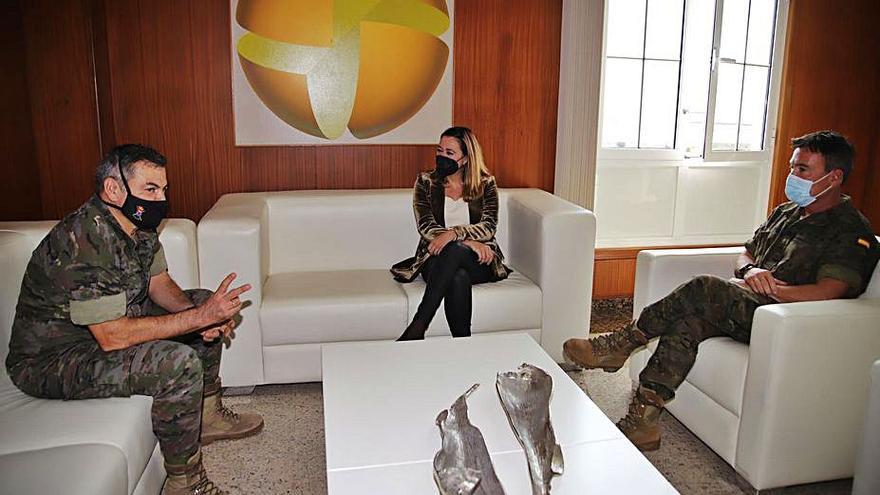 El general jefe de la Brigada Canarias XVI visita la corporación
