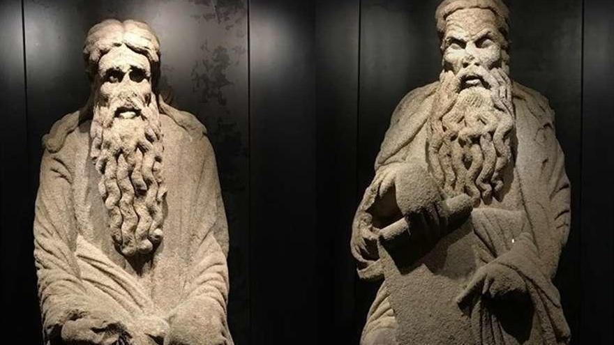 Santiago recurre el fallo que da a los Franco la posesión de dos estatuas del Pórtico