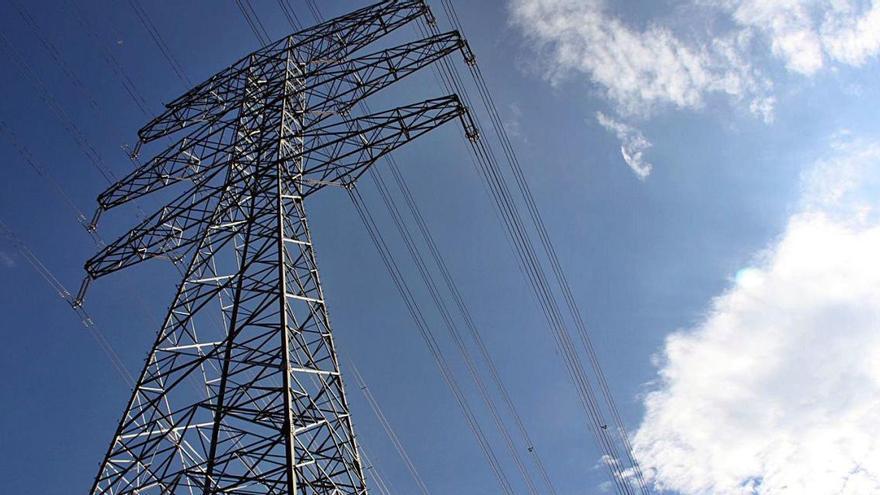 Red Eléctrica estudiarà alternatives al ramal de la MAT a Riudarenes