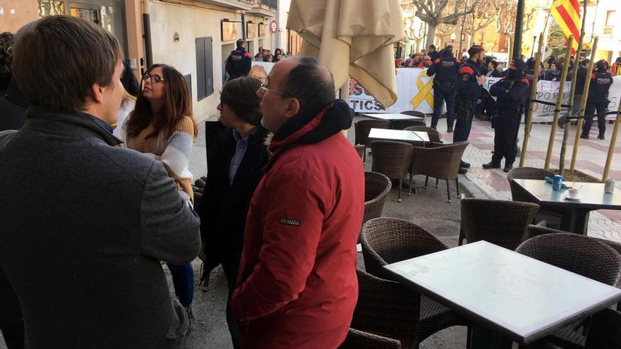 Tensió entre antifeixistes i simpatitzants de Cs en un acte del partit a Torroella