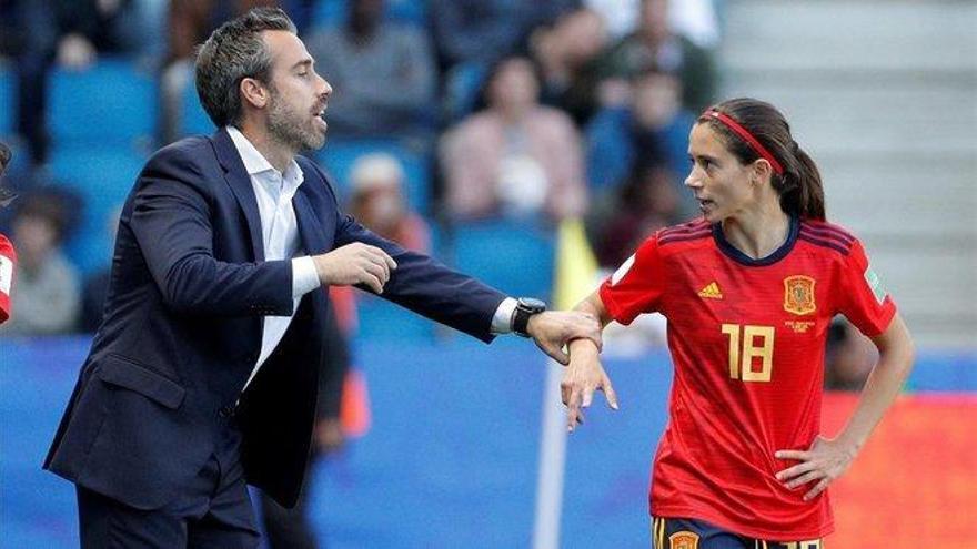 Aitana Bonmatí lamenta la falta de apoyo de los jugadores al fútbol femenino
