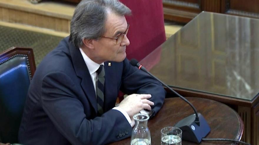 Mas reconeix al Suprem que va advertir Puigdemont de les dificultats de convocar un referèndum