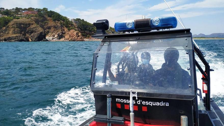 Mossos i Agents Rurals es coordinen per evitar la pesca furtiva i controlar el fondeig a la Costa Brava