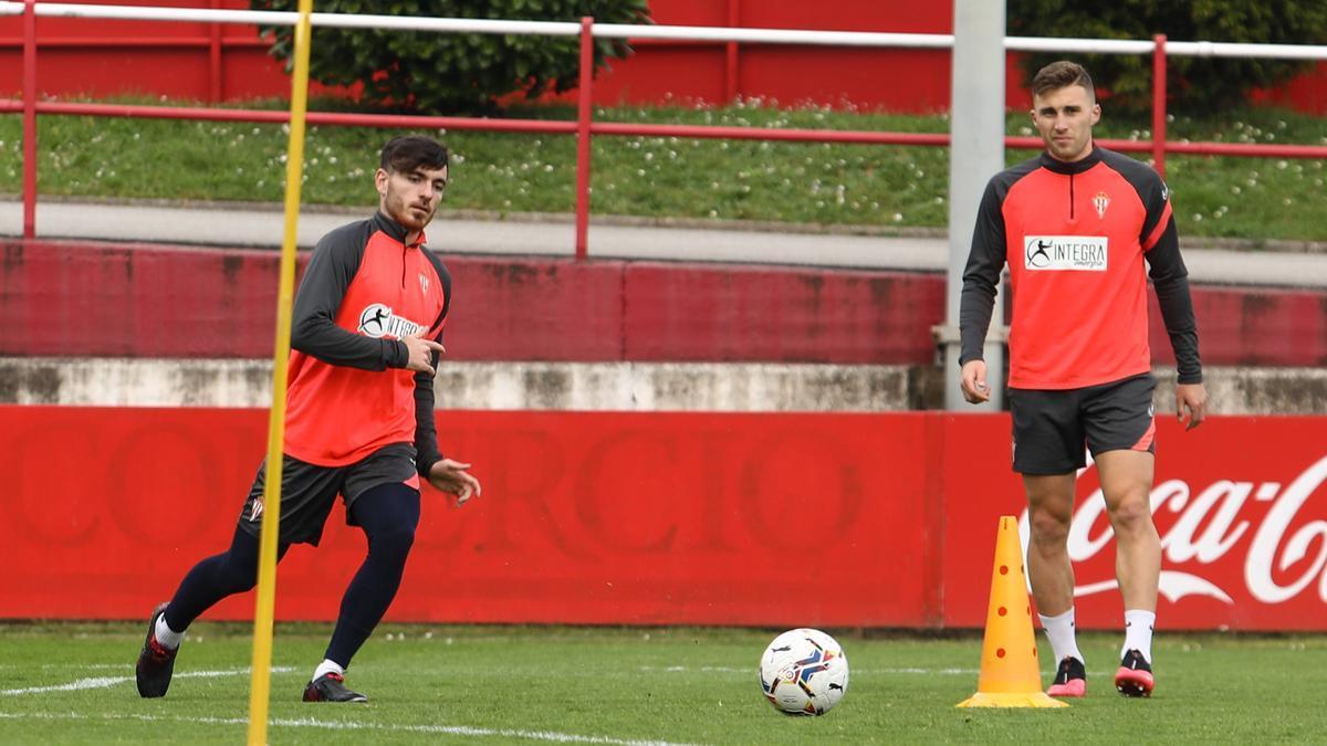 Campuzano y Bogdan, en el entrenamiento de esta mañana del Sporting.