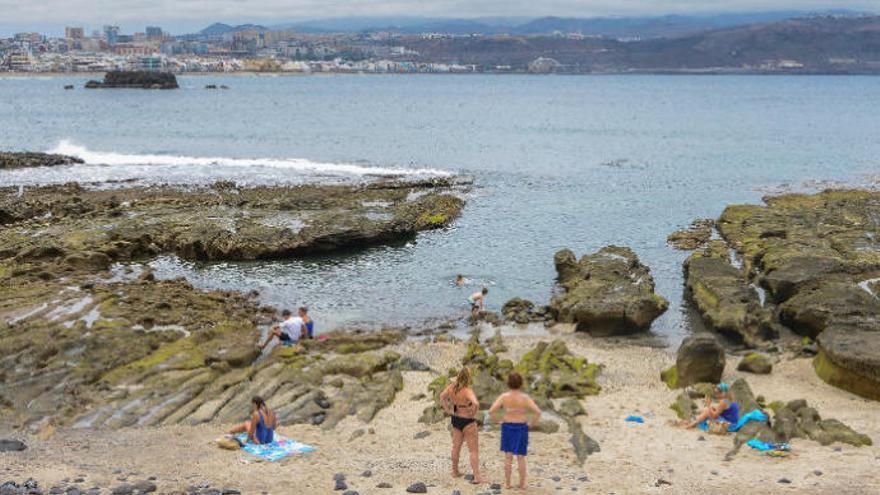 El Confital, entre las diez playas más contaminadas del país
