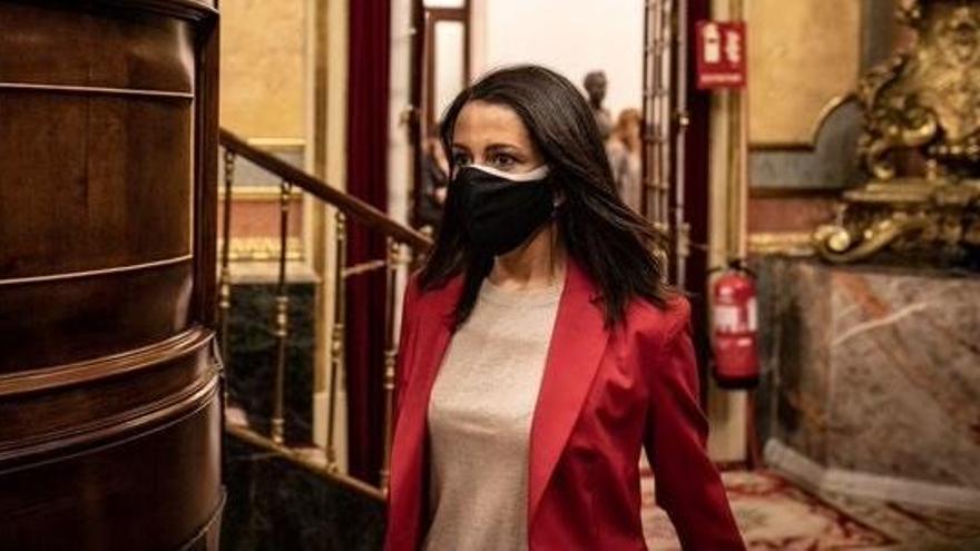 """Arrimadas: """"No me extrañaría que Sánchez parara los PGE"""""""
