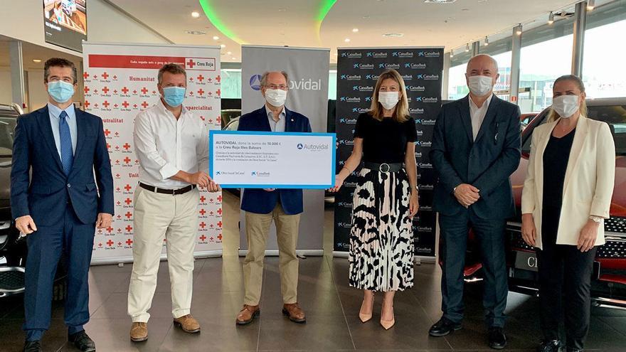 Autovidal y CaixaBank donan 10.000 euros a Creu Roja Illes Balears