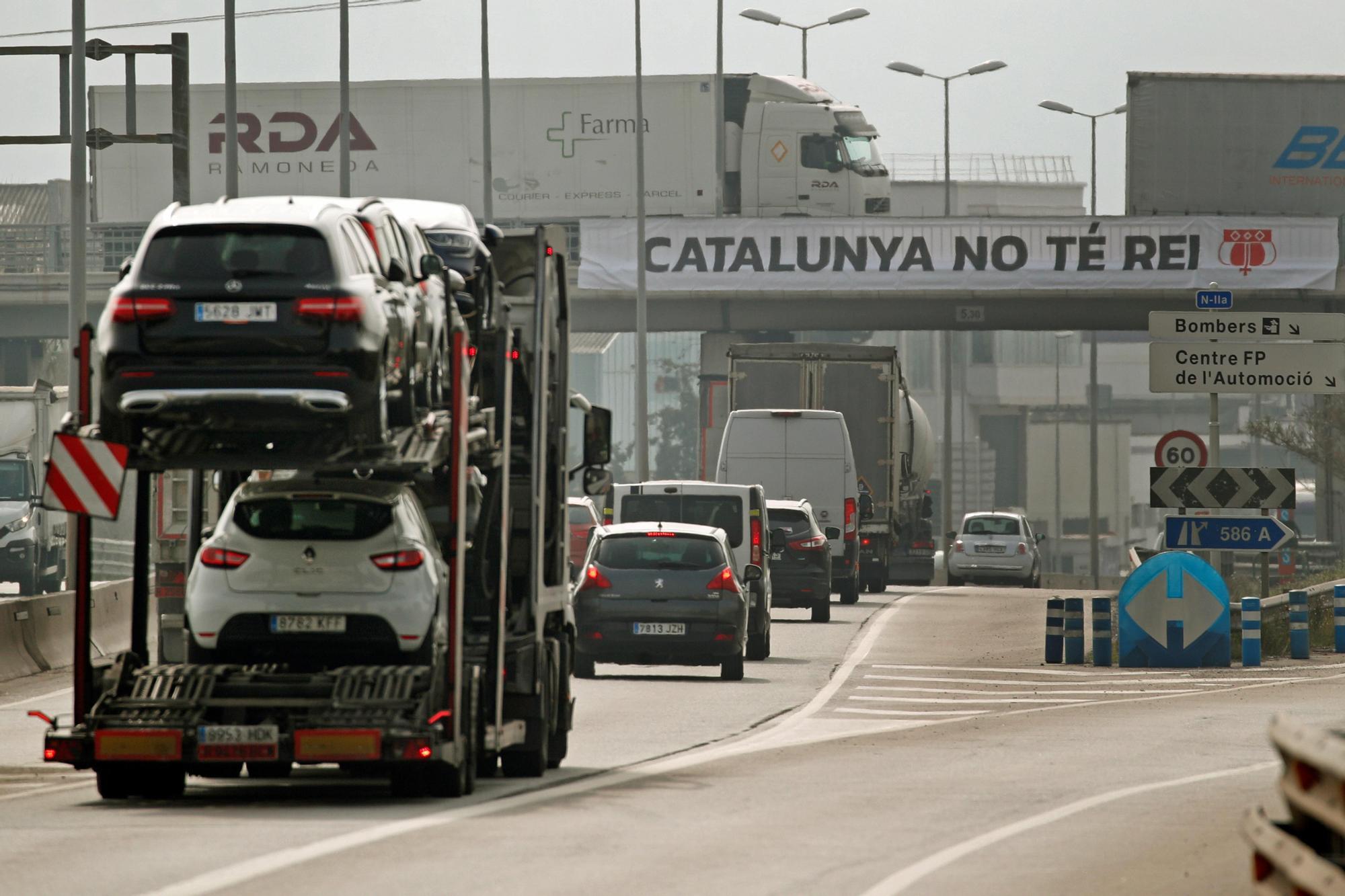 Protestas en Cataluña durante la visita del Rey y Sánchez a la planta de Seat en Martorell