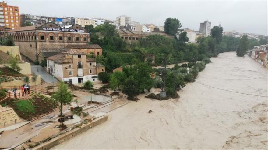 Desbordamientos de ríos y múltiples destrozos en Valencia por las fuertes lluvias