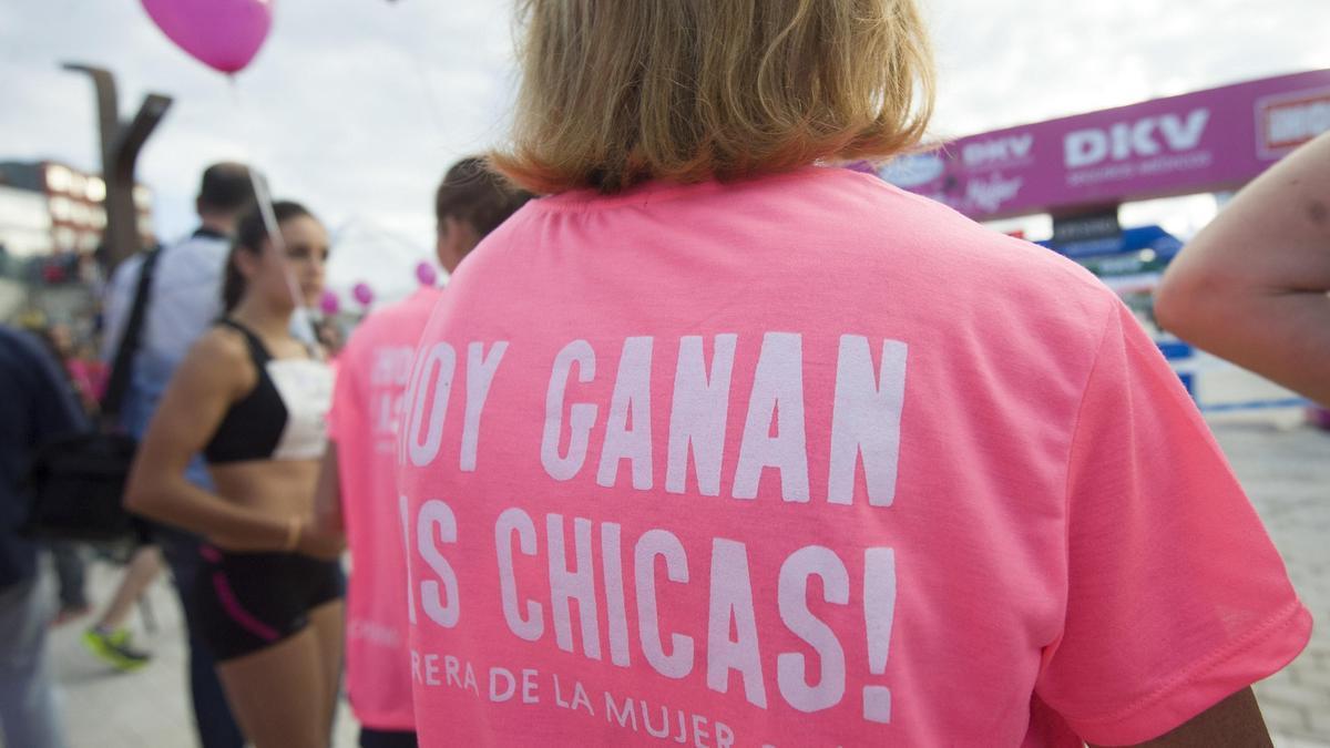 Marcha solidaria por el cáncer de mama de años pasados.