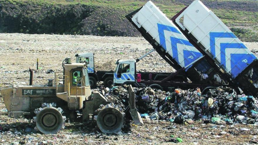 El Cabildo garantiza los servicios de recogida de basura, agua y depuración