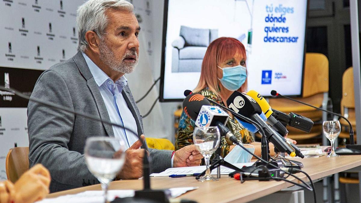 El alcalde, José Miguel Rodríguez Fraga, durante la rueda de prensa que celebró ayer. | | E. D.