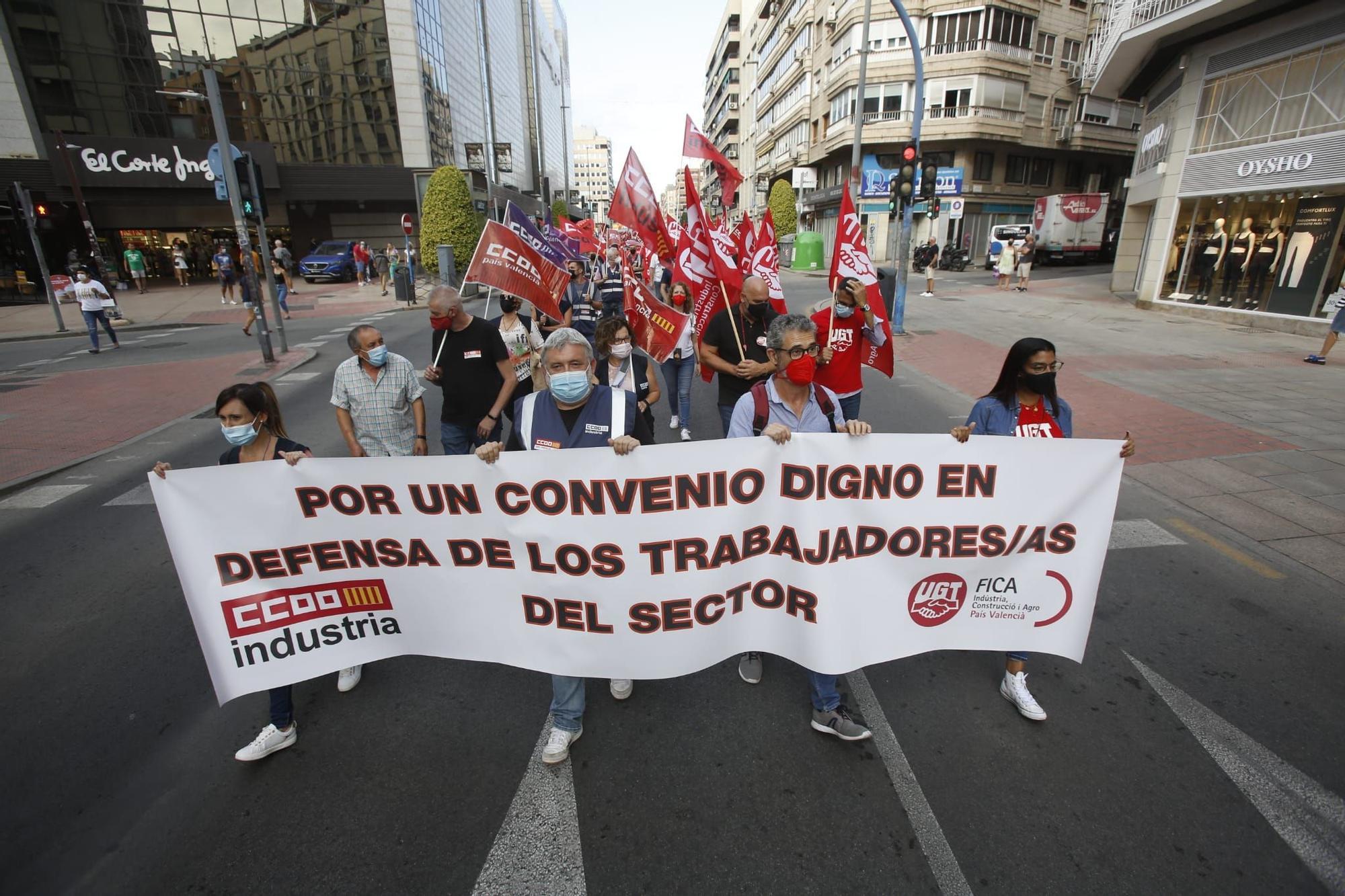 Los trabajadores del metal de Alicante se manifiestan para exigir el desbloqueo del convenio