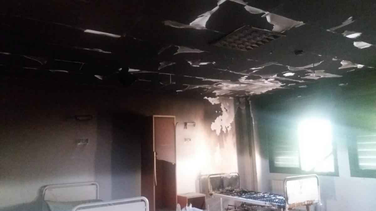 Evacuados 98 enfermos del psiquiátrico de Plasencia por un incendio