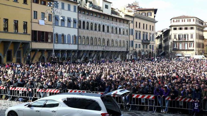 """Florencia y el fútbol italiano dicen adiós a Davide Astori: """"Ciao Asto"""""""