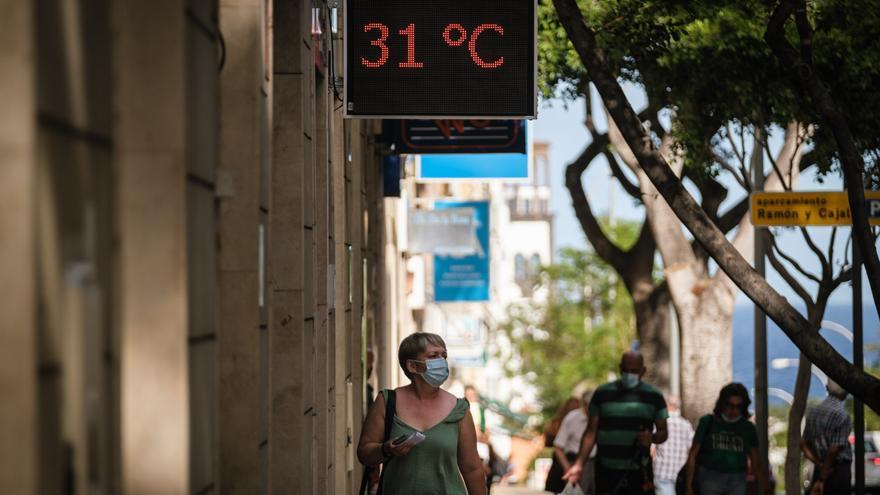 Tenerife inicia la semana con dos fallecidos y 38 casos Covid
