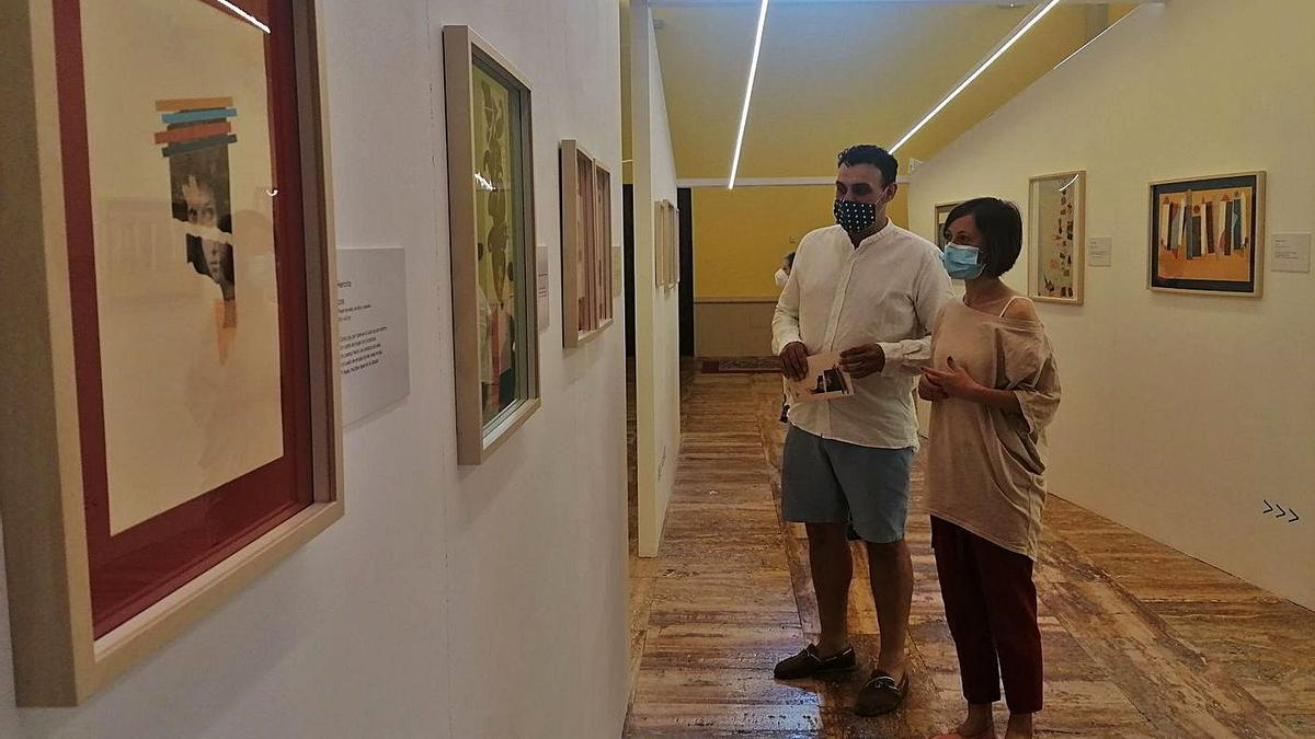 Pilar Inés del Val y el alcalde, Tomás del Bien, en la inauguración de la exposición.   M. J. C.