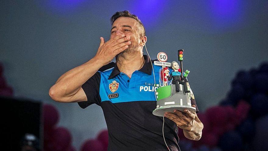 "Oviedo homenajea al ""poli marchoso"", que se jubila"