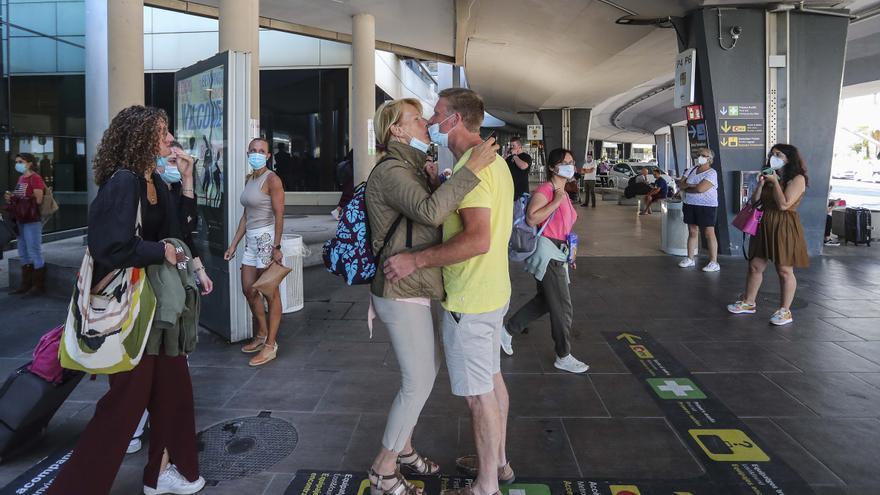 Arriben a la Comunitat els primers turistes europeus sense necessitat de PCR