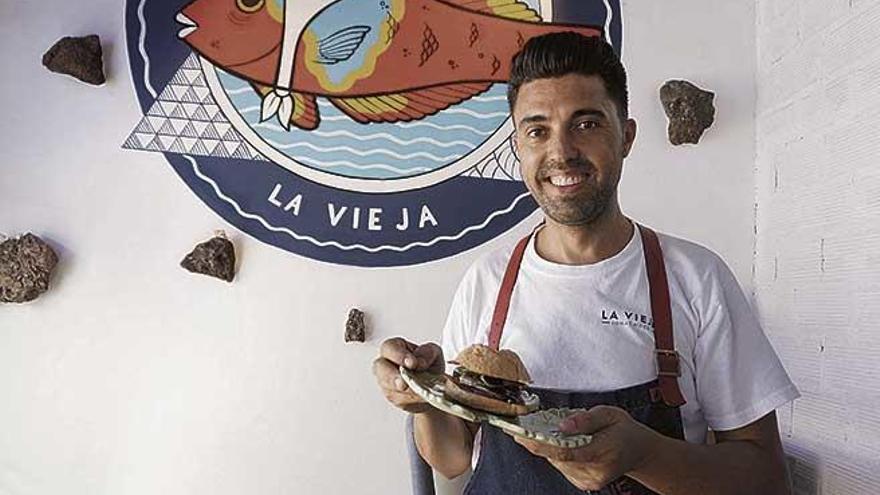 Jonay Hernández presenta su bocadillo de vendimia