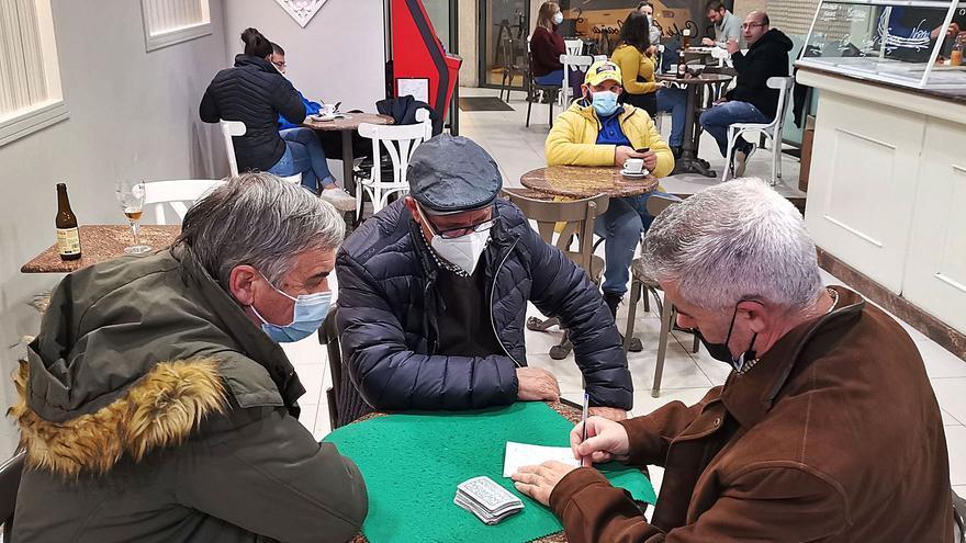 Los hosteleros de Moaña temen que su cierre llegue a Navidad y la villa suma 92 positivos