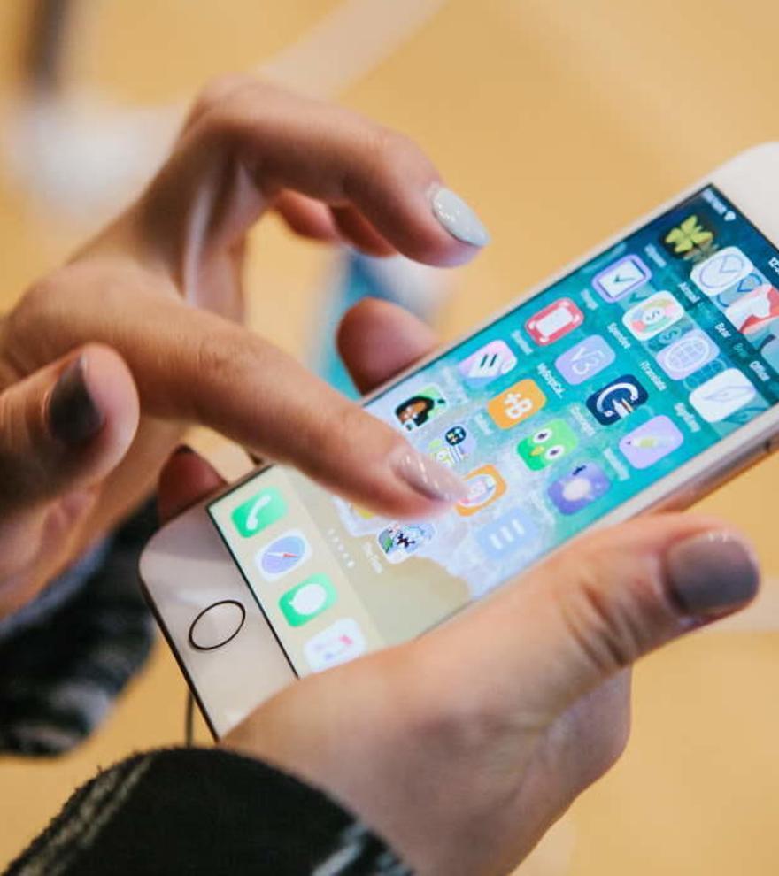 Apple, multada en Italia por mentir sobre la resistencia del iPhone en el agua