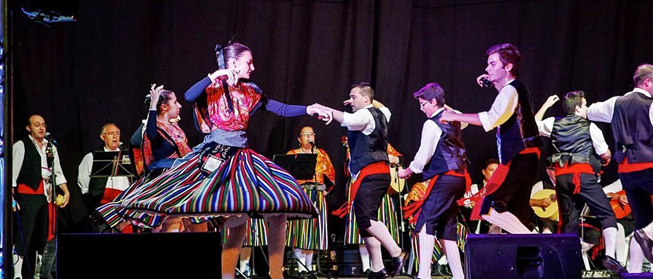 Espectáculo de danzas en una edición pasada de la Fira de Setembre de Canals | XIMO PÉREZ