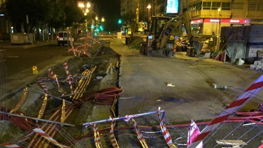 Un conductor ebrio arrolla el vallado de una obra en Luis Doreste Silva y huye del lugar