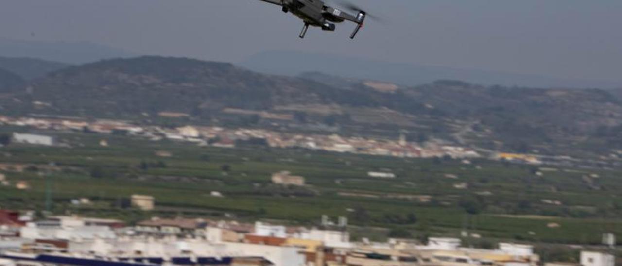 El dron inició el vuelo en el mirador del Bellveret y recorrió parte del casco histórico.
