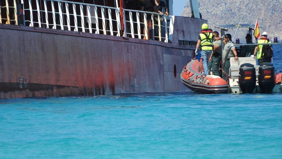 El buque mercante River Thames encalla en Formentera