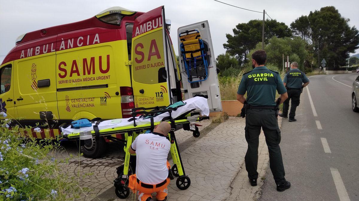 Los sanitarios del SAMU preparados para evacuar a la pequeña.