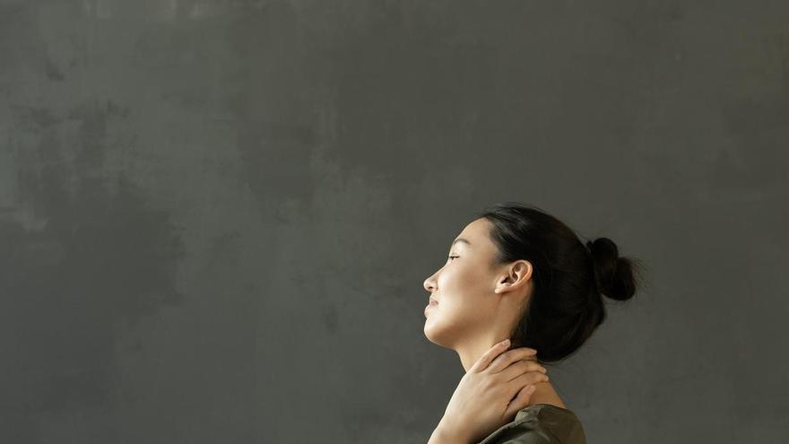 Cómo aliviar dolores de cuello y espalda en la cuarentena