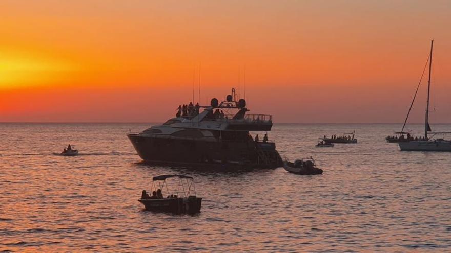 Interrumpen una fiesta sin mascarillas en un barco en Ibiza