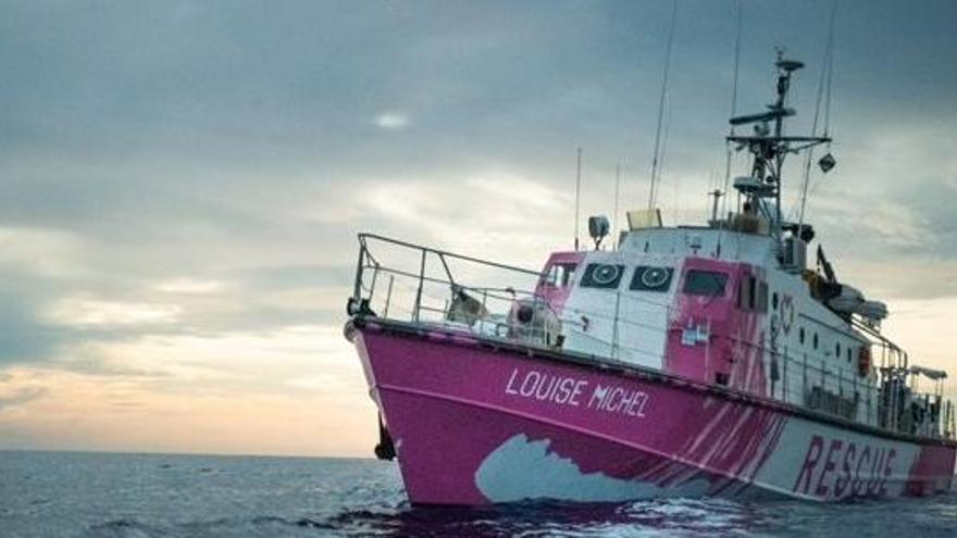 El barco financiado por Banksy pide ayuda con 219 migrantes a bordo, algunos heridos