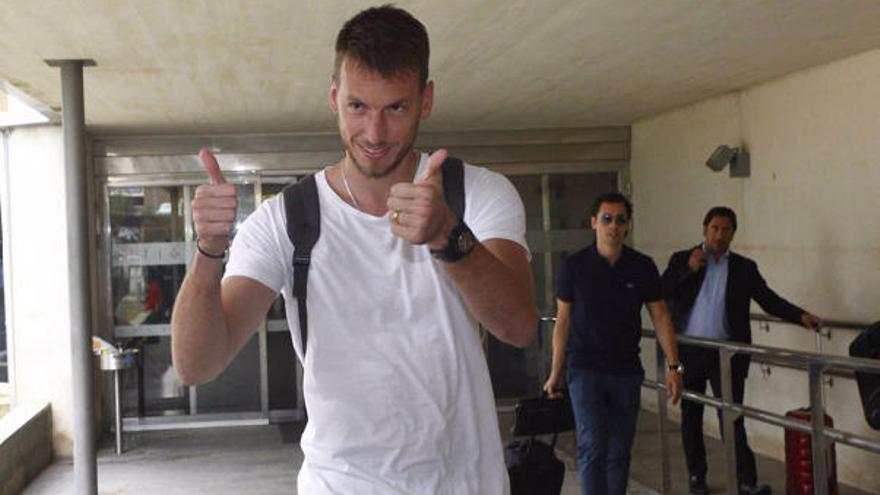 """Neto, en Valencia: """"Estoy muy contento, sólo quería jugar aquí"""""""