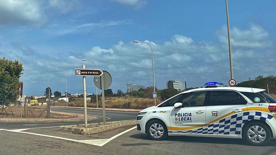 Un hombre queda atrapado por una pierna en un camión tras un accidente en Ibiza
