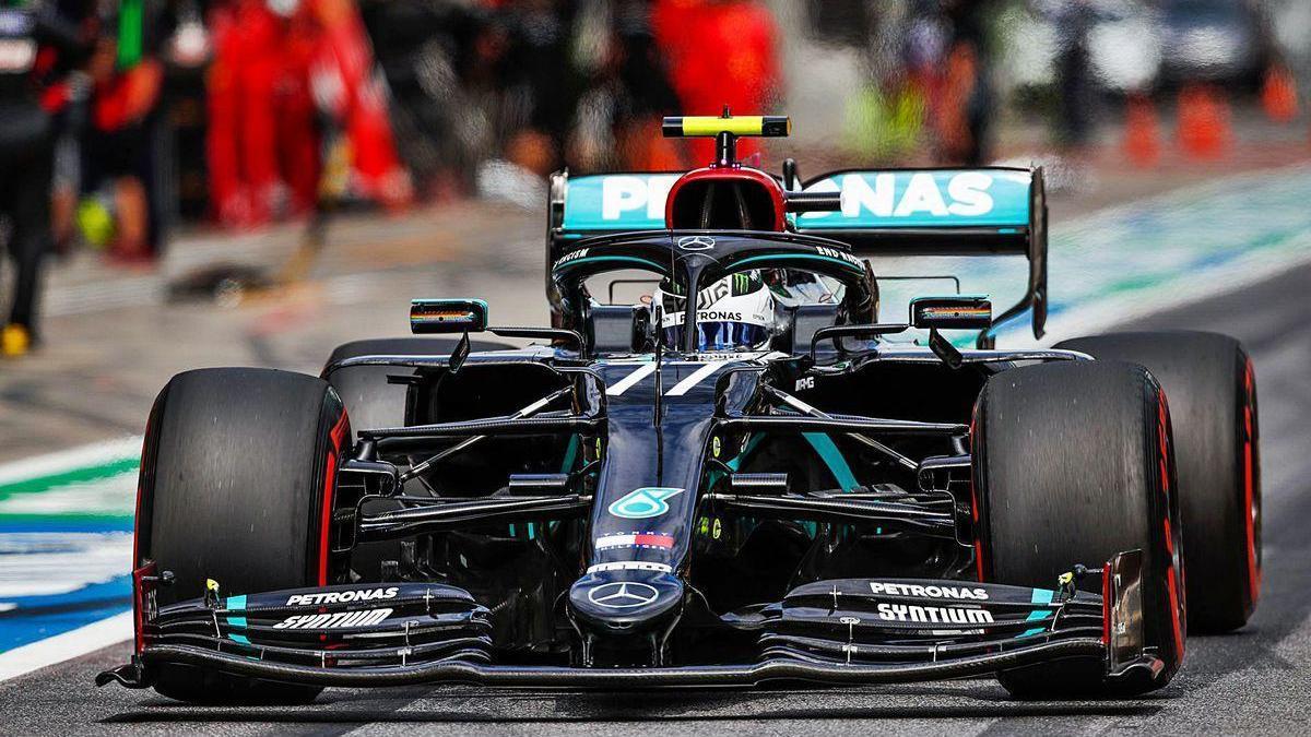 El monoplaza de Bottas sale de 'boxes' durante la clasificación de ayer.