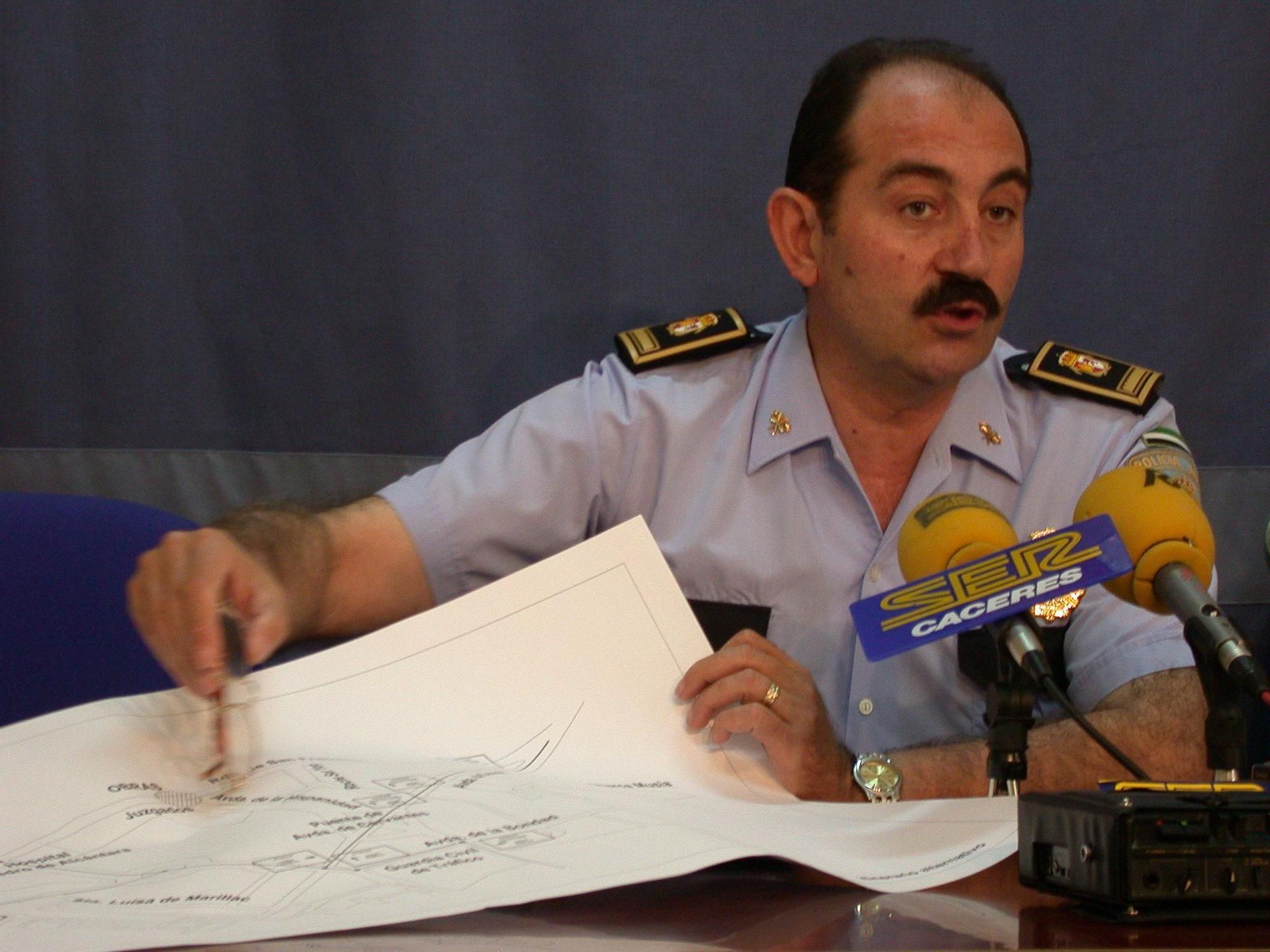 Momentos de la vida profesional del exjefe de la Policía Local de Cáceres
