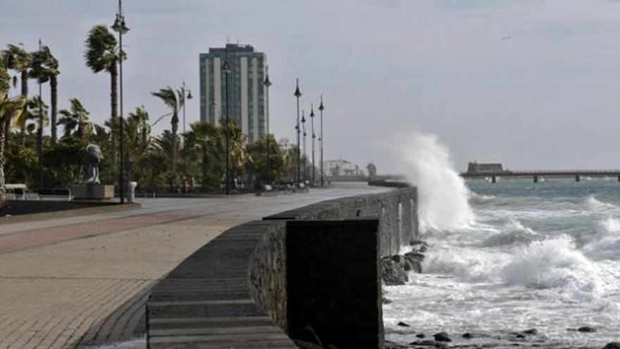 Arrecife cancela las actividades al aire libre por las lluvias