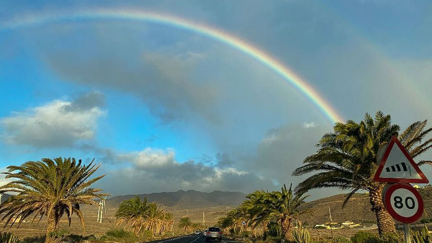 Sábado con nubes, lluvias y viento en Canarias pero con más calor