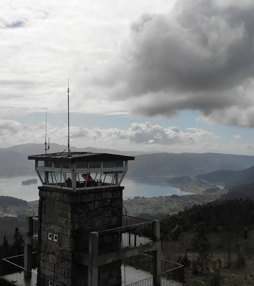 Miradores en Galicia | Así se ven tres rías a 500 metros de altitud