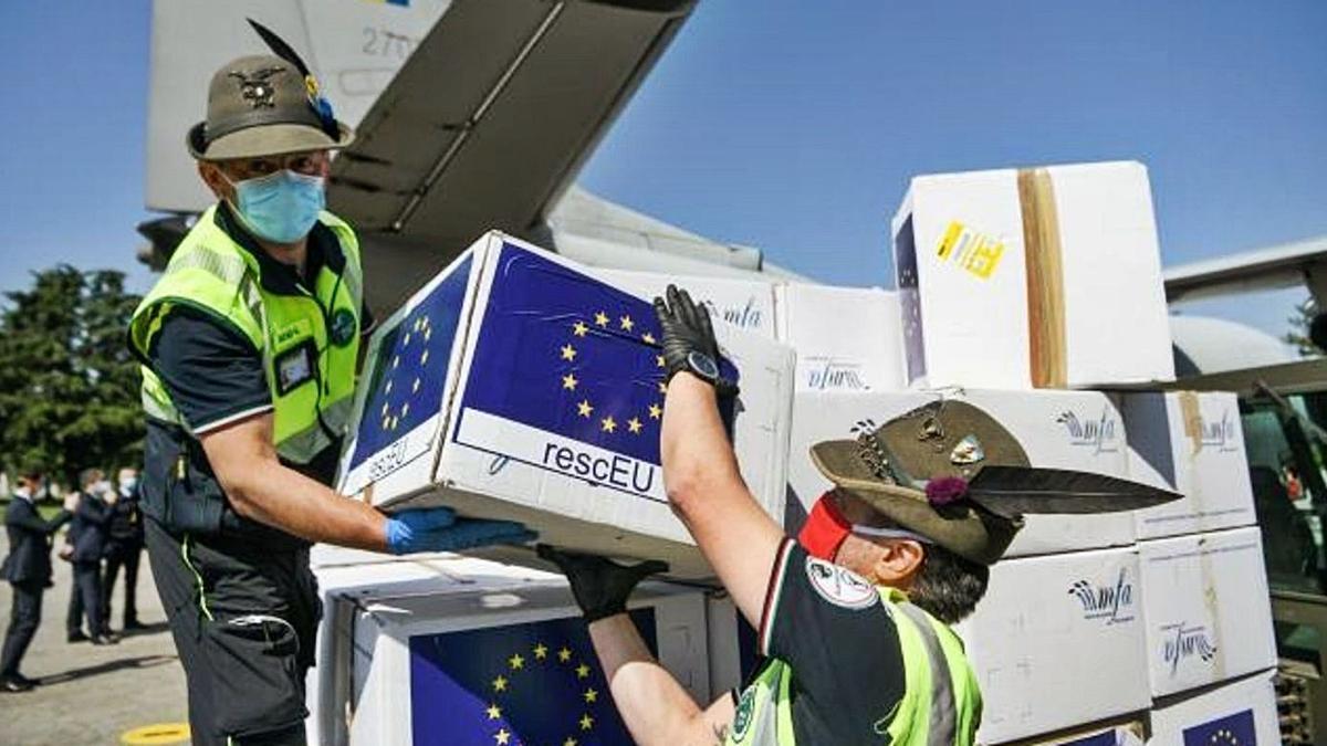 Reparto de material de emergencia de la UE.