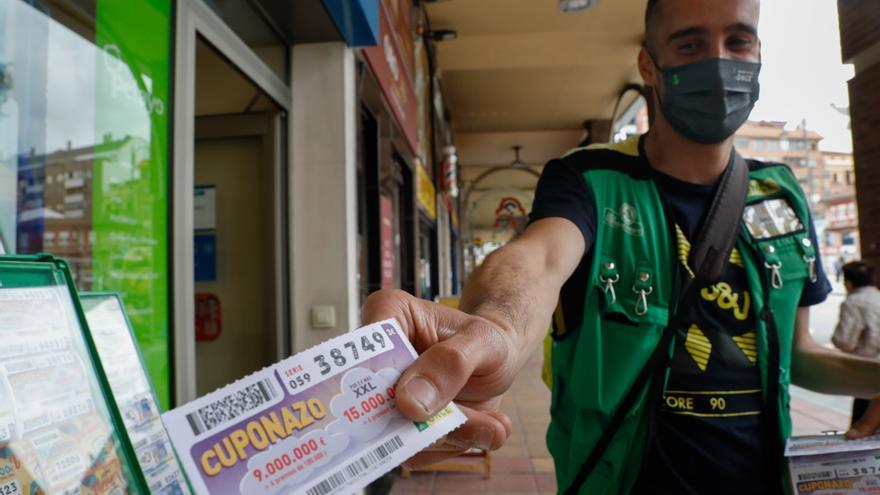 Jonathan Iglesias, elegido mejor vendedor de la ONCE en Asturias