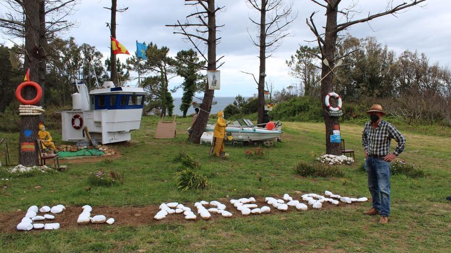 """El """"jardín encantado"""" de Tapia crece hacia el mar y recupera un pozo minero por donde se extraían las algas de la costa"""