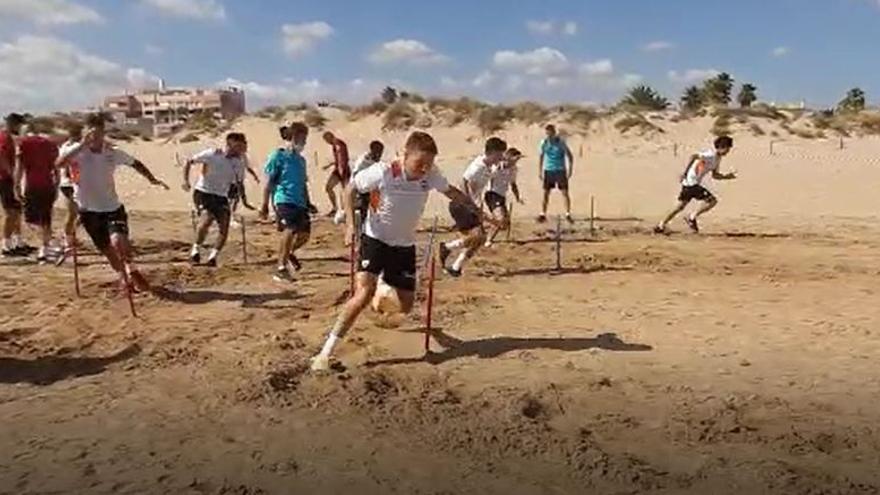 Pretemporada del Valencia CF en la playa de Oliva