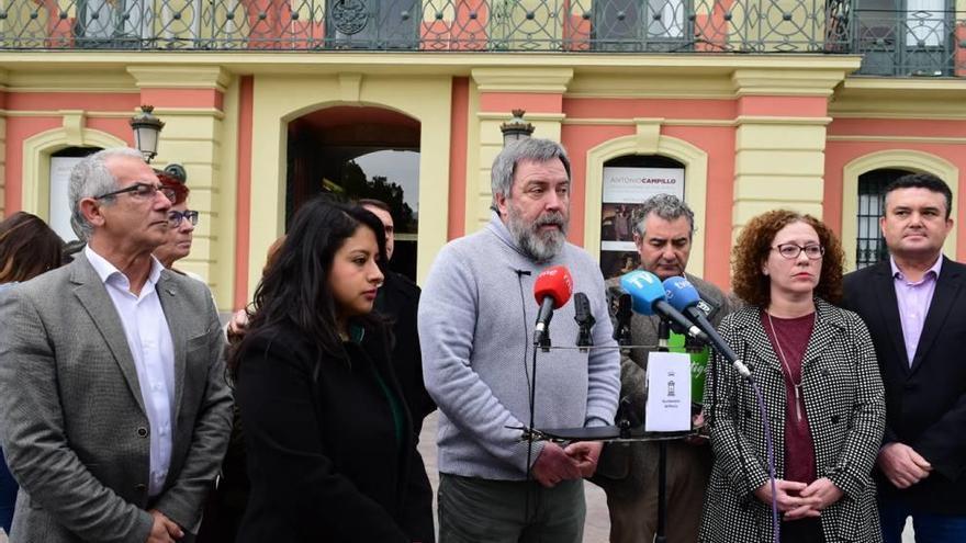 La oposición presenta una moción de censura, pese a la negativa de Cs