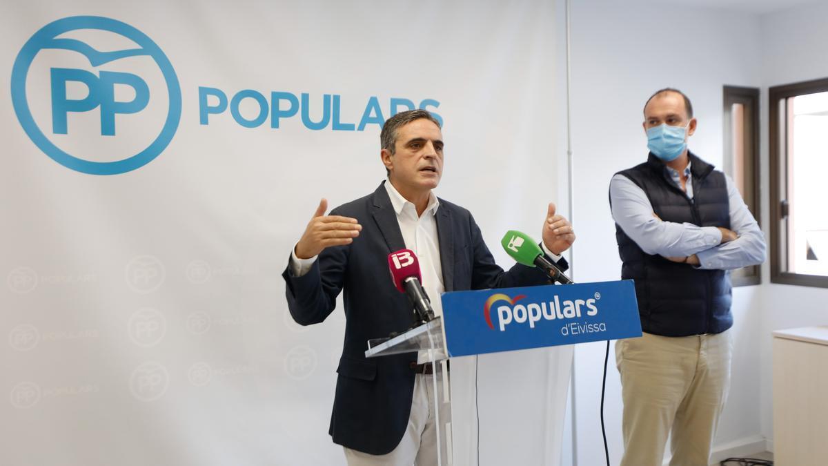 José Vicente Marí Bosó y Jacobo Varela, en una rueda de prensa.